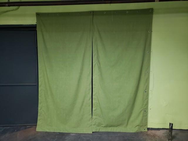Брезентовая штора в гараж
