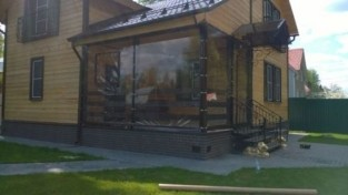 Прозрачные ПВХ шторы для летней площадки